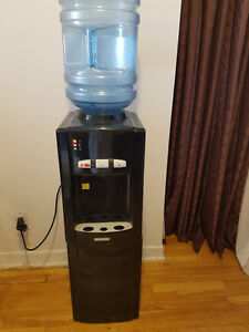 Distributeur d'eau, Water dispenser. $89