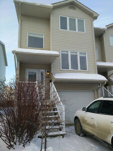 Quiet, fresh executive townhome $2700