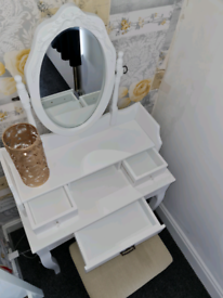 Oak World Christina White dressing table with stool and mirror