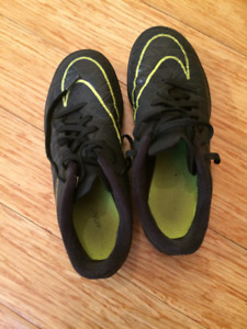 Chaussures de soccer enfant de marque Nike
