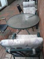 Set de terrasse, table en verre et 2 chaises, 50$