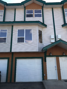 Fantastic Townhouse for Rent in Prairie Creek!  First Month Free