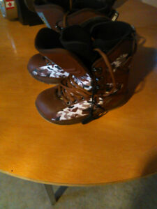 World Industries size 7 Boots