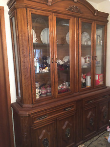 Exquisite detailed China Cabinet