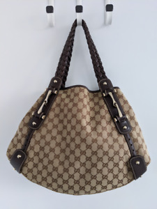Authentic Gucci Pelham bag, like new condition