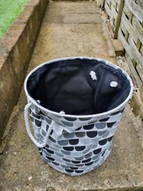 Laundry basket free