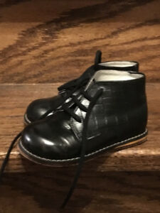 Boys Gorgeous! Leather Shoes in size 8 kids
