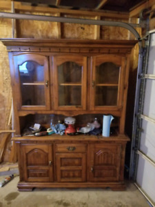 Pine dining set with hutch