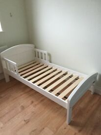Toddler bed - white East Coast Country Nursery