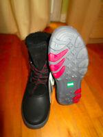 Women's Cougar Winter Boots / Bottes d' hiver Pointure 7-8