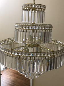 Beautiful Large Crystal Chandelier in excellent condition