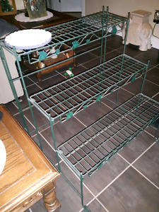 Roth iron plant stand