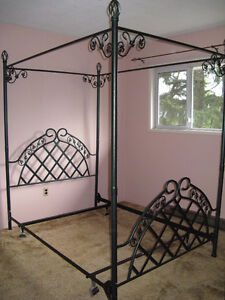 Four-poster canopy bed frame with ivy detail – Double bed