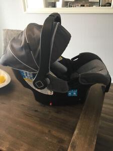 Siège de voiture pour bébé presque Neuf
