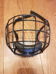 Junior hockey helmet cage