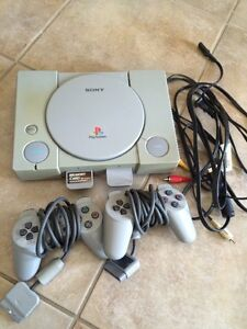Original PlayStation / Two Controllers / Two Memory Cards