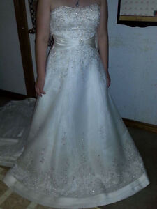 Beautiful wedding gown London Ontario image 2