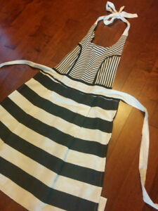 Chic Apron for Sale - Great condition!