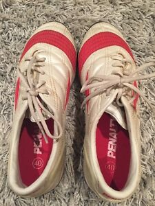 Gently used men soccer shoes