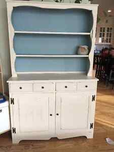 Gorgeous Chalk-Painted Hutch