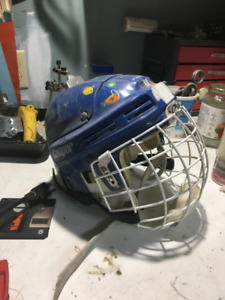 toddler  hockey helmet/casque de hockey pour tout-petit