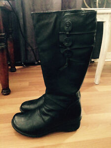 Black insulated boots