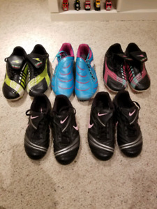 Youth outdoor soccer shoes