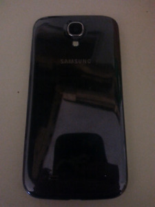 Galaxy s4 will turn on but screen is black