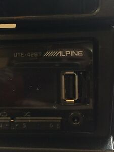 Alpine car stereo with removable face plate, usb and Bluetooth.  Regina Regina Area image 2