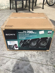 Sony MHC-ELC99BT Home Audio System 700 Watts