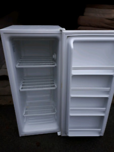 Stand Up Freezer **Delivery Included