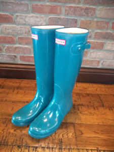 Hunter Boots Size 10, Teal. Excellent condition.