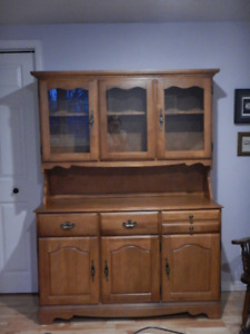 COLONIAL BUFFET & HUTCH  - LIKE NEW!