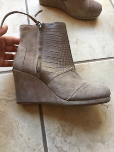 TOMS suede taupe bootie size 5.5