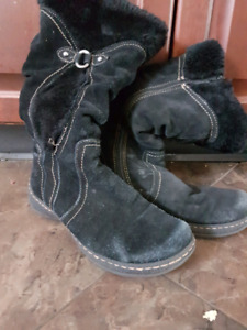 Size 9 suede winter boots