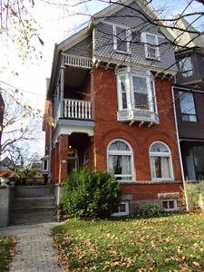 $ 925/ 270 sqft Room on best Block Markham Street- Annex- April