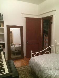 Petite chambre à louer colocation (fille) Métro Outremont