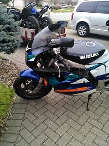 SUZUKI GSXR1100 1995 WITH V&H FULL EXHAUST AND RACING TIRES Windsor Region Ontario image 7