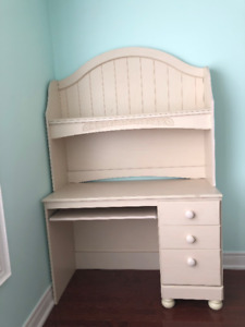 SELLING CANADIAN WOOD DESK WITH HUTCH!
