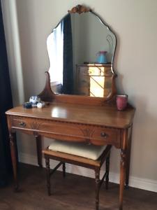 Vintage 1927 Walnut Bedroom set