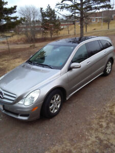 2006 R350 Mercedes Benz in great condition