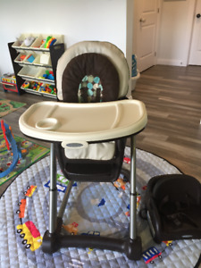 Graco Highchair Blossom 4-in-1 Seating System in excellent condi