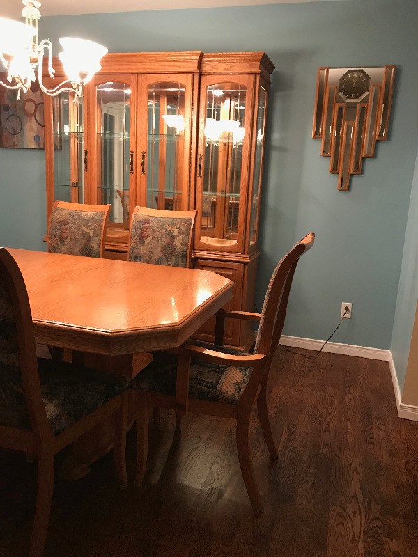 Selling A Dining Room Set With Buffet And Hutch
