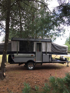 2006 Fleetwood E2 tent trailer with toy hauler