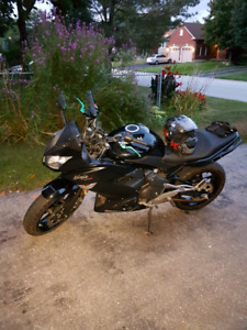 2011 Kawasaki Ninja 400r with 5300 km sell or trade see add