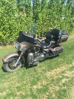 Harley Electra Glide ULTRA Classic FLHTCUI – Low KM