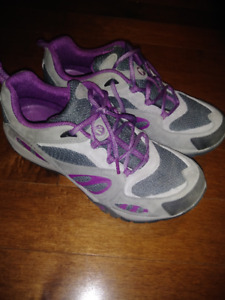 NEW Merrell woman Hiking  Shoes size 9