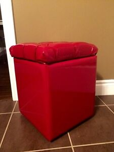 Red faux patent leather crystal tufted stool with wheels Kitchener / Waterloo Kitchener Area image 2