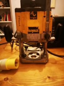 Dewalt DW625e-LX type 4 1/2'' router.
