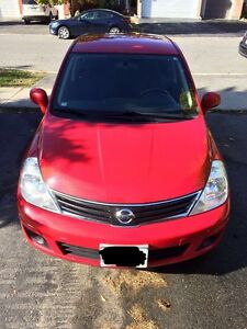 2011 Nissan Versa Hatchback - Full options
